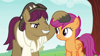 Snap Shutter measuring Scootaloo's height S9E12