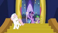 Twilight and Spike wave goodbye to Nurse Redheart S7E3