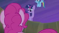 Twilight tells Pinkie to calm down S4E07