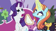 Sassy Saddles offers a tissue to Rarity S7E6.png