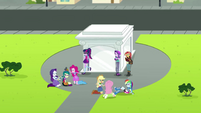 Starlight, Juniper, and Mane Seven around the portal EGS3