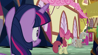 Twilight looking at Sombrafied Apple Bloom S9E2