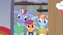 Bow and Windy preemptively plug their ears S7E7