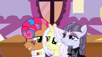 Contest ponies agree to cooperate with Applejack S7E9