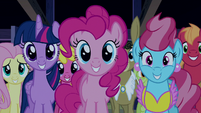 Ponies grinning at Rainbow Dash S6E15