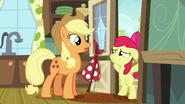 S05E17 Apple Bloom blokuje siostrze drogę
