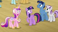 Twilight and family feel piercing pony eyes S7E22