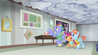 Bow and Windy give Scootaloo a tour of their house S7E7