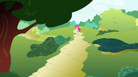 Pinkie Pie hopping S4E18