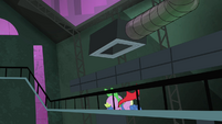 Spike falling off of the vent S4E06