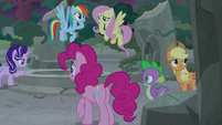 Twilight's friends confused by what they just saw S7E25