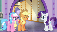 "Applejack ""Twilight and Spike should be done"" S6E10"