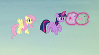 Fluttershy thanks Twilight for the help S5E23