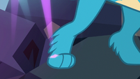 Gallus' paw touches a pink light S8E22