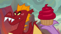 Garble looking at red velvet cupcake S9E9