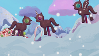 Gingerbread ponies decide to work together S5E20