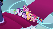 Main ponies supporting Twilight S8E25