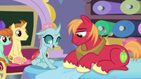 Ocellus impressed by Big Mac's sewing S9E20