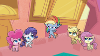 Rainbow's friends impressed by her strength PLS1E2a