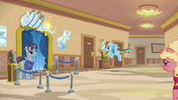 Rainbow flies to the rollercoaster ticket area S8E5