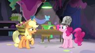 S07E23 Applejack wątpi w wymysły Pinkie Pie