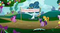 Twilight watching the faulty banner S1E10