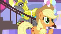 "Applejack ""kept callin' me 'Earth pony'"" S9E24"