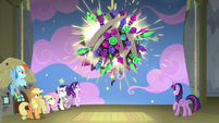 Giant ball of fireworks hangs over the stage S8E7