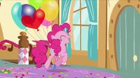 Pinkie trots toward the door S5E3