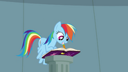 S04E04 Rainbow pisze w dzienniku