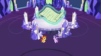 Starlight and Sunburst back in the throne room S7E24