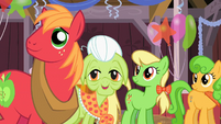 The Apple family are in a good mood S2E14