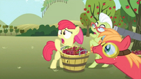 Apple family gasp S02E15