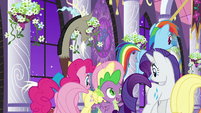 Main cast and Discord leave hallway S9E17