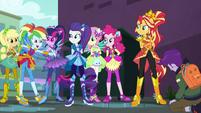 Rainbow Dash gloating at the caught thief EGDS11