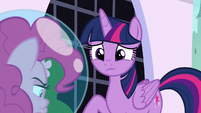 Twilight feeling sorry for Pinkie Pie S9E4