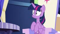 Twilight makes a flatulent noise S6E15