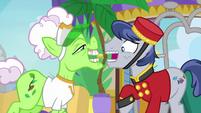 Bell Hop Pony nervously taking Applesauce's tip S8E5