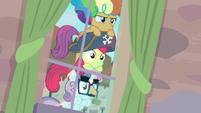 Cutie Mark Crusaders spying on Big Mac and Sugar Belle S7E8