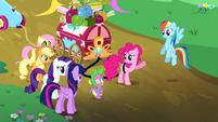 "Pinkie Pie ""he'll be a terrific headliner"" S4E12"