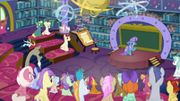 Trixie beginning her friendship class S8E15