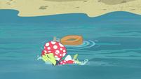 Granny Smith swimming beside the yoke S4E20
