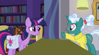Librarian Pony points at the new releases S9E5