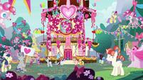 Ponies at Pinkie Pie's appreciation party S8E18