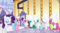 Ponies impressed by Applejack's explanation S6E10
