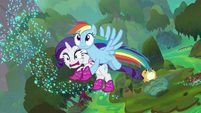 Rainbow Dash flying up with Rarity S8E17