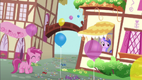 Ruby Pinch with a balloon S4E12