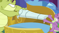 Sludge and Spike fight over the pillow S8E24