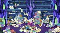Twilight and Spike in the messy castle library S7E26