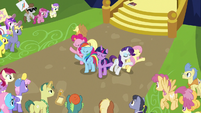 Mane Six finishing their Flawless song S7E14